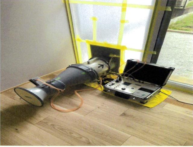 新座市注文住宅【SE構法】の気密測定の写真