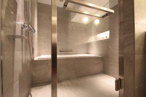 港区赤坂のマンションリフォームの浴室写真