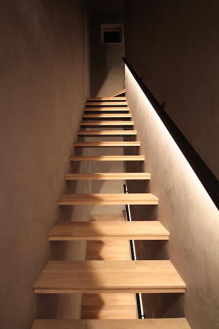 モールテックス 階段室の画像
